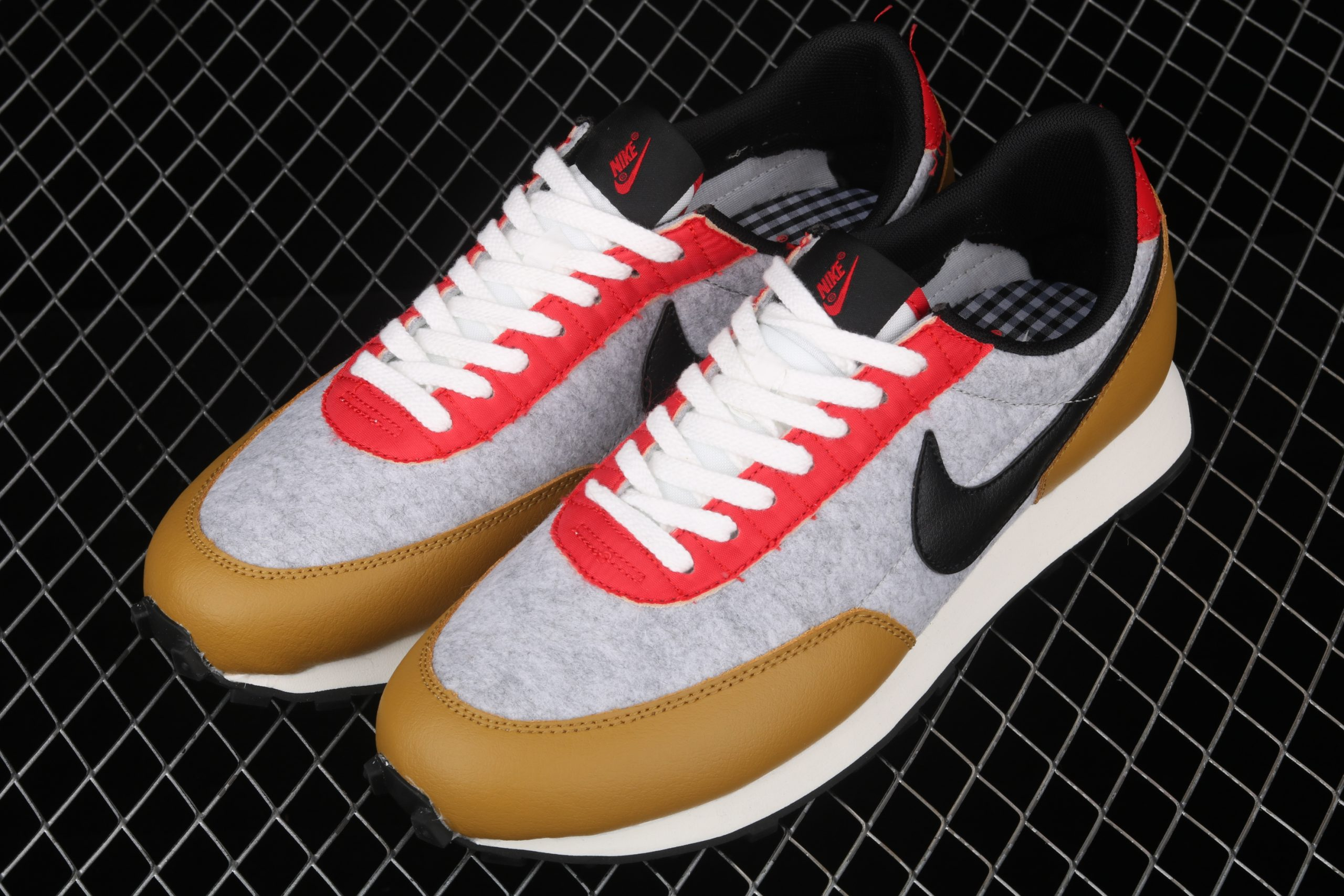 Wmns Daybreak QS Gold Suede Red Grey Bevel