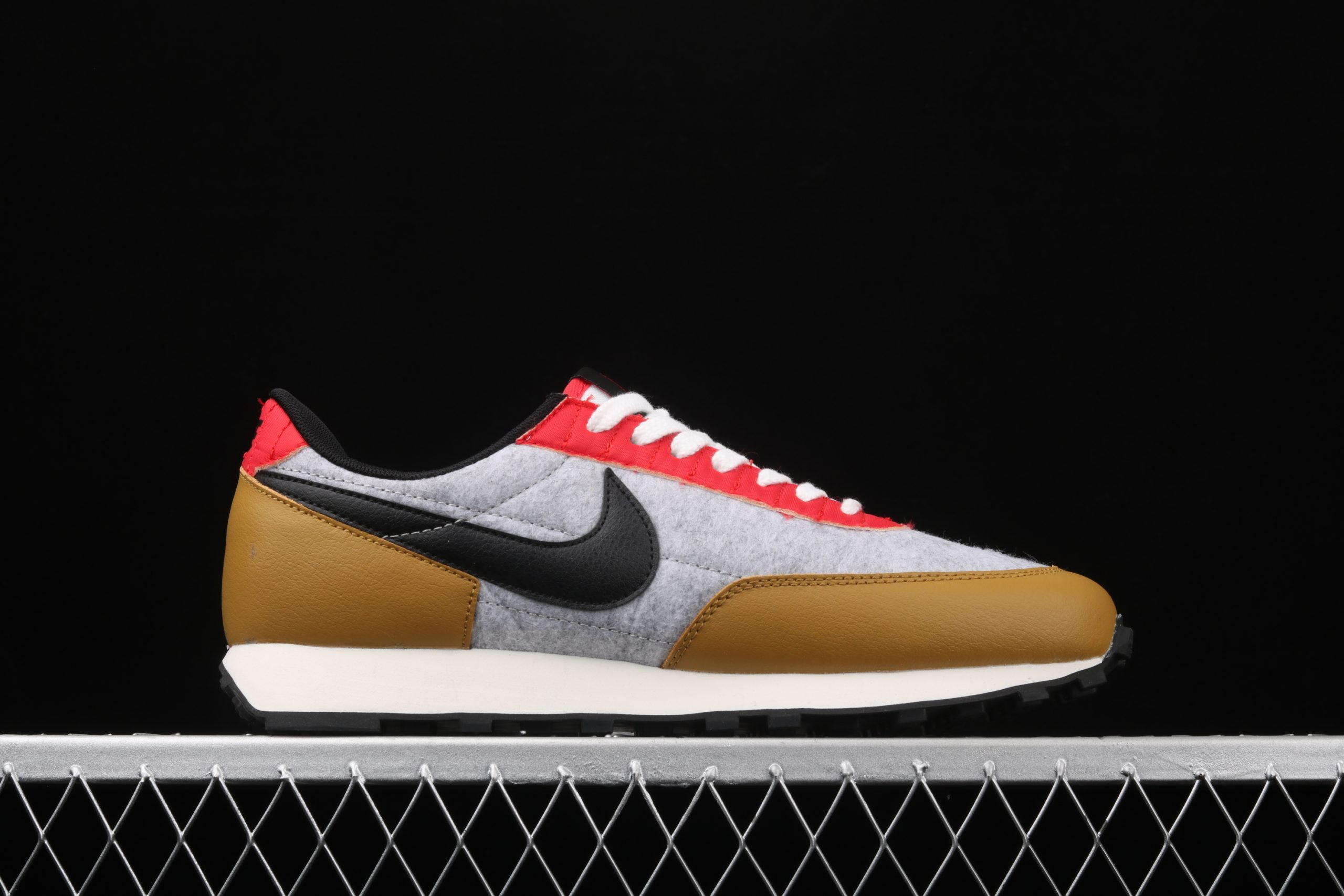 Wmns Daybreak QS Gold Suede Red Grey Right