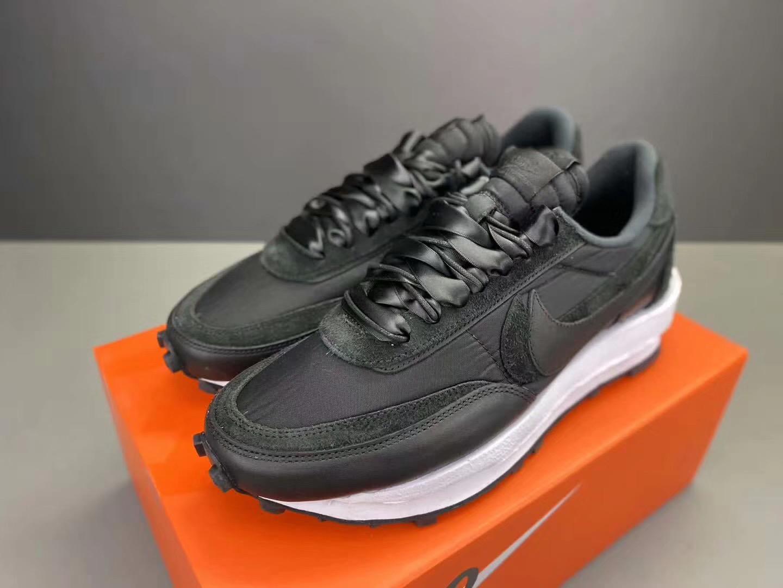 sacai x Nike LDWaffle Black Nylon black and white Upper