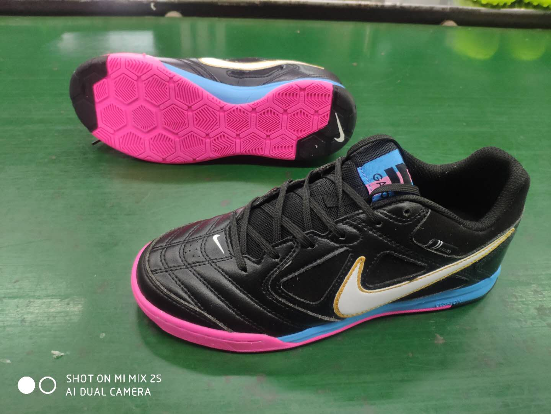Supreme x Nike SB Gato limited edition flat shoes