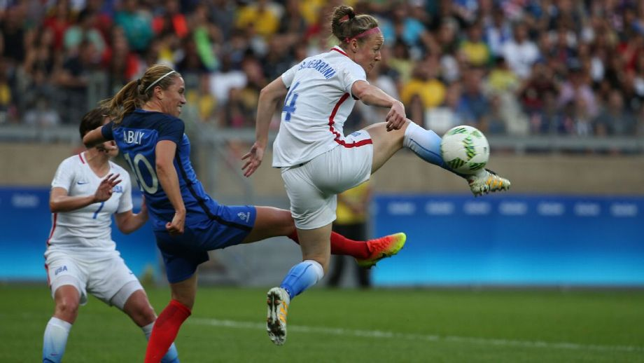Becky Sauerbrunn (Becky Sauerbrunn) participated in the first batch of women's football non-slip shoes