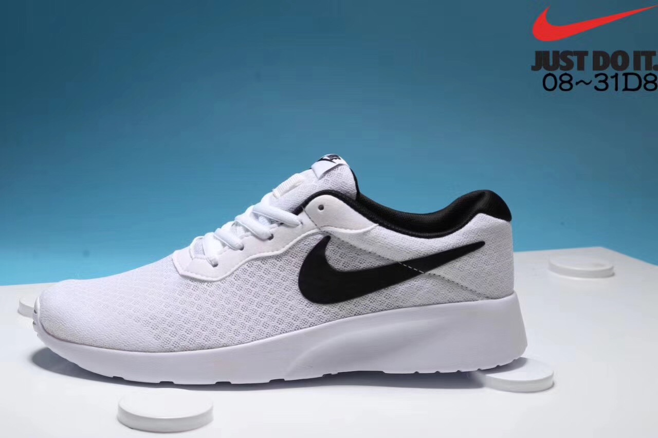 Nike London's third-generation black and white running shoes for men and women on sale Outside