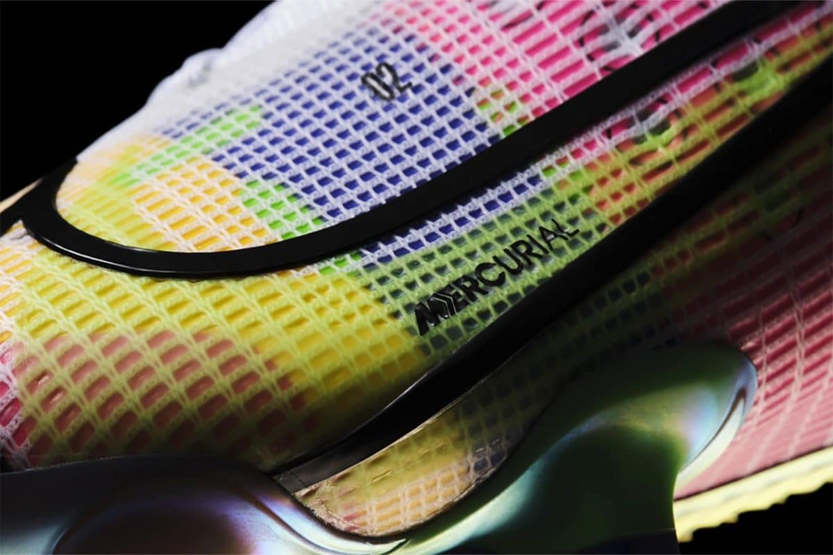 Nike -Take Flight With Mercurial Vapor Superfly 'Dragonfly' Football Boots
