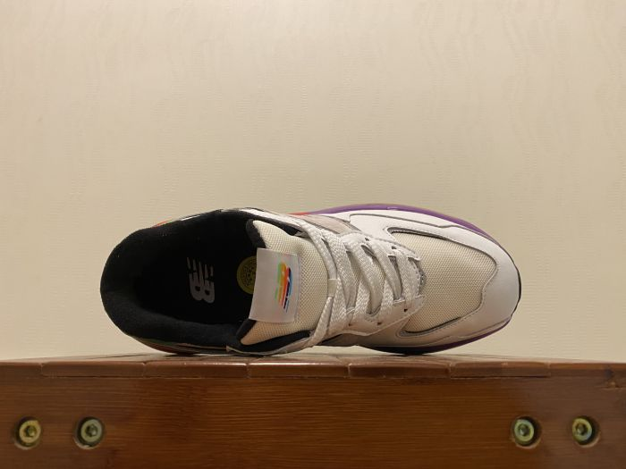 New Balance M5740LA Casual Shoes Sneakers inside of