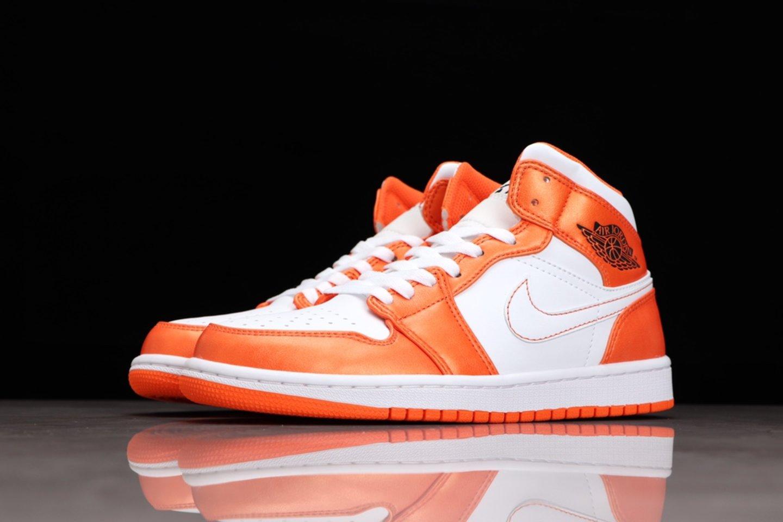 Best-selling Air Jordan 1 Mid Electro Orange Basketball Shoes DM3531-800 Outside