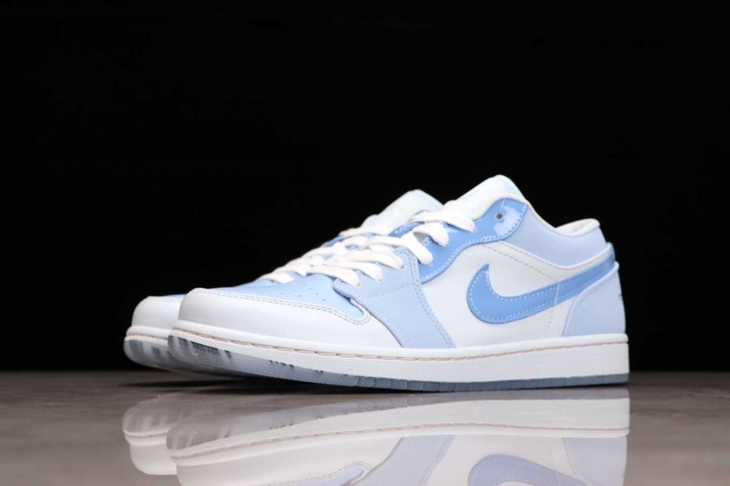 """Hot Sale Air Jordan 1 Low """"Mighty Swooshers"""" Basketball Shoes DM5442-040 Outside"""